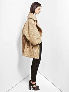fashionfightingfamine: Absolutely in love with this oversized herringbone coat from Chloé, Pre-Fall 2012 Collection. Looks Street Style, Looks Style, Style Me, Oversized Mantel, Oversized Coat, Look Fashion, Fashion Show, Fashion Trends, Fashion Outfits