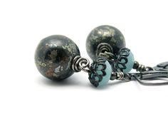 Hoi! Ik heb een geweldige listing gevonden op Etsy http://www.etsy.com/nl/listing/89509657/pyrite-gemstone-earrings-pyrite-blue