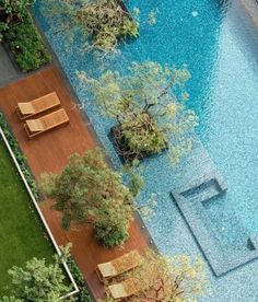 hotel pool ISSI Condominium by Charn Issara Development Indoor Outdoor Pools, Landscape Architecture, Landscape Design, Garden Design, Pool Water Features, Backyard House, Backyard Ideas, Modern Pools, Hotel Pool