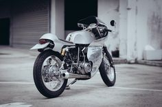 Sunmaster 14 - Omega Racer Yamaha SR400 ~ Return of the Cafe Racers