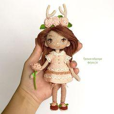 Доброго утра и Хорошего дня Держу Оленяшу, что б понятнее был её размер в ней 16 см  В резерве, ждёт оплату ✔️продана  #olyaka_lab #кукольнаялабораторияоля_ка . #dollmaker#crochetdoll#collectiondoll#интерьернаякукла#авторскаякукла#artdoll#кукларучнойработы#weamiguru#toys_gallery#villy_vanilly_shop