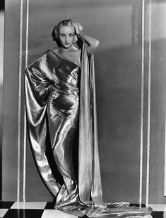 Carole Lombard in gown. When it came to wearing the liquid gowns of the period there was Lombard, and there was Harlowe, and everyone else a long, long way behind. Old Hollywood Glamour, Golden Age Of Hollywood, Vintage Glamour, Vintage Hollywood, Vintage Beauty, Classic Hollywood, Hollywood Icons, Hollywood Actresses, Hollywood Style