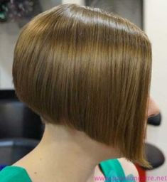 """Want to switch to a more stylized version of the cut squared? The """"bob"""" is all right. The """"bob"""" is a variant of the square stricto sensu since it is more… Continue Reading → Latest Short Hairstyles, Layered Bob Hairstyles, Bob Hairstyles For Fine Hair, Short Bob Haircuts, Girl Haircuts, Hairstyles With Bangs, Short Bobs With Bangs, Short Hair Cuts, Short Hair Styles"""