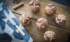 These healthy hot cross buns are spelt based and yeast free with variations to make them gluten, dairy, grain and fructose free. Also a chocolate bun recipe too. This is the chocolate version pictured. Cooking Recipes, Raw Recipes, Fodmap Recipes, Healthy Cooking, Healthy Food, Healthy Recipes, Gluten Free Baking