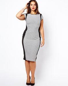 Apesar do vestido ter listras horizontais (que alargam), as laterais pretas do vestido dão a impressão do corpo ser mais estreito.