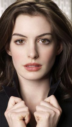 Anne Hathaway - Born on 12 November 1982 in Brooklyn, New York (USA).
