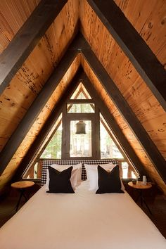 a-frame house. modern bedroom by Popp Littrell Architecture + Interiors A Frame Cabin, A Frame House, Style At Home, Interior Architecture, Interior And Exterior, Modern Interior, Chalet Interior, Interior Ideas, Simple Bedroom Design