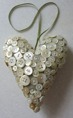 Over 50 of The Best Heart Crafts for Valentine's Day is part of Button crafts Mothers Day When you think of Valentine's Day, the first thing that comes to mind is hearts After all it is all abo - I Love Heart, Happy Heart, Button Art, Button Crafts, Heart Button, Arts And Crafts, Diy Crafts, Heart Crafts, Mother Of Pearl Buttons