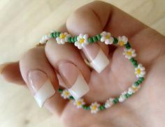 Daisy Chain Seed Bead Bracelet - so cute for spring!