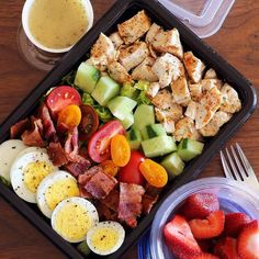 Here's An Easy Lunch That Will Bring Colorful Vegetables To Your Meal Prep - M. Here's An Easy Lunch That Will Bring Colorful Vegetables To Your Meal Prep – Meal Prep on Fleek Lunch Snacks, Lunch Recipes, Diet Recipes, Healthy Snacks, Healthy Eating, Healthy Recipes, Clean Eating Lunches, Easy Healthy Lunch Ideas, Lunch Ideas Work