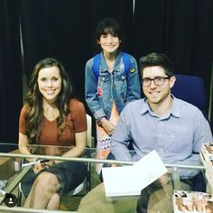 Jessa & Ben meeting lucky fans yesterday at Jessa's conference. So cool  Happy Sunday Everyone! Xo