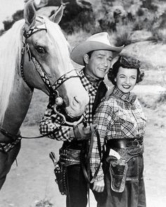 The Roy Rogers Show, with his devoted wife Dale Evans. Old Hollywood Stars, Classic Hollywood, Dale Evans, Vintage Television, Tv Westerns, Roy Rogers, Vintage Tv, Vintage Photos, Happy Trails