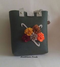 Felt Handbag - fashion, everyday use, charcoal grey, strong, mother's day, gift for her, handmade, shoulder, flowers, chic, lovely by AnatolianFinds on Etsy