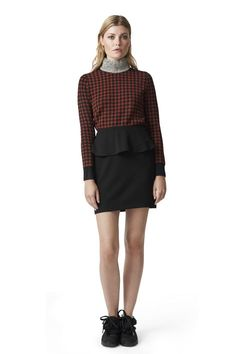 Knitted shirt in a regular fit featuring bead  embroidery on the neckline.<br /><br />Model is 175 cm tall  and wearing a size small/ 36.