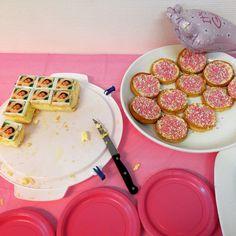 Taartjes en beschuit met muisjes Pancakes, Breakfast, Food, Morning Coffee, Crepes, Griddle Cakes, Meals, Pancake, Morning Breakfast
