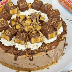 Craving a massively giant slice of my No-Bake Honeycomb Crunchie Cheesecake 😍❤️ Anyone else fancy a slice?! #janespatisserie . . . . . . . . #Baking #foodblogger #gbbo #greatbritishbakeoff #fdblogger #chocolate #vanilla #recipe #recipes #foodgasm #foodporn #instafood #buzzfeast #eeeeeats #feedfeed @thefeedfeed #photooftheday #potd #vcsocam #cheesecake #nobake #nobakecheesecake #dessert #crunchie #honeycomb #cadburys