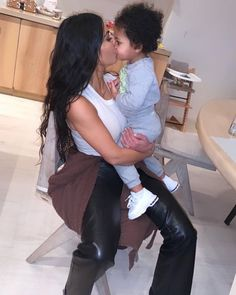 Auntie Kim and Stormi For see more of fitness life images visit us on our website ! Kim Kardashian Snapchat, Kardashian Style, Kardashian Jenner, Kourtney Kardashian, Jenner Kids, Jenner Family, Kris Jenner, Kim And North, Kylie Travis
