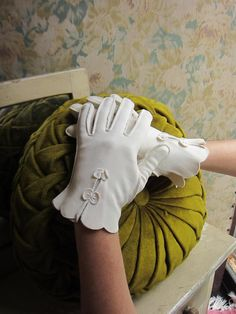 1950s Gloves - Wrist Length - White Cotton w. Scalloped Cuffs & Bow Detail $32