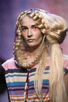 Big Hair on the catwalk Bad Hair Day, Big Hair, Catwalk Hair, Runway Hair, Mens Braids Hairstyles, Cool Hairstyles, Fantasy Hairstyles, Fashion Hairstyles, Futuristic Hair