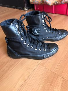 Converse All Star Chuck Taylor. Black on black. Almost new condition. Size in mens Converse Style, Converse All Star, Converse Chuck Taylor, Sneakers Fashion, Converse Fashion, Combat Boots, High Top Sneakers, Stars, Modern