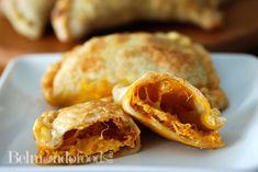 Frying cheese empanadas with onions, Mexican crumbling cheese and achiote . Air Fryer Recipes, Empanadas, Cheese Recipes, Onions, Fries, Oven, Mexican, Fast Recipes, Baking