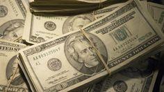 Com as exportações mais baratas, menos dólares entram no mercado brasileiro, empurrando para cima a cotação do dólar