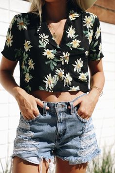 Daisy Days Top - elisonrd Summer Fashion For Teens, Teen Fashion, Spring Summer Fashion, Fashion Outfits, Fashion Ideas, Tie Dye Outfits, Her Style, Shirt Outfit, Style Inspiration