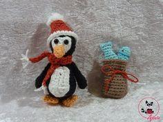 Dieser niedliche Pinguin ist mit einer Nadelstäre 2,5 gehäkelt und ohne Weihnachtsmütze 9 cm und mit Mütze 12 cm groß und somit super als Schlüsselanhänger oder Taschenbaumler geeignet. Er macht sich auch gut als Glücksbringer am Autospiegel. Er i