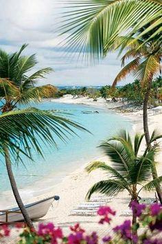 Praia de La Romana, na República Dominicana. Viajar pelo mundo faz você querer ainda mais quando vemos esse tipo de foto ... Viva a viagem! #plage