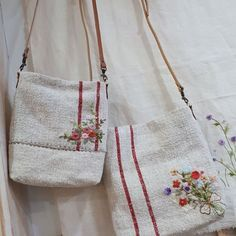 Discover recipes, home ideas, Embroidery Purse, Hand Embroidery Designs, Embroidery Applique, Embroidery Stitches, Diy Bags Purses, Fabric Bags, Little Bag, Needlework, Couture
