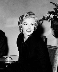 Anna, Marilyn Monroe Art, Beautiful Girl Makeup, Best Kisses, Rare Images, Vintage Classics, Norma Jeane, Showgirls, Vintage Beauty