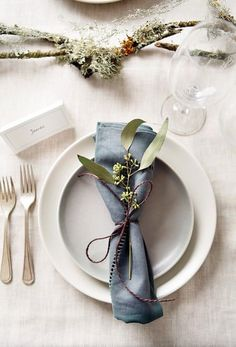 Gardens: how to display winter foliage Gardens: how to display winter foliage Place setting with blue napkin and foliage<br> December is a time to bring bunches from the garden indoors – and keep them looking fresh for longer Wedding Table Place Settings, Christmas Table Settings, Diy Place Settings, Table Wedding, Dinner Napkins, Dinner Table, Dinner Places, Wedding Napkins, Wedding Napkin Folding