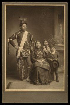 1890s-cab-card-of-Native-American-OMAHA-INDIAN-FAMILY-ornate-CEREMONIAL-clothing