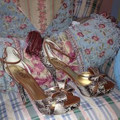 Guess stilettos w/ bow and snake print! Size 8.5 Guess stilettos / size 8.5 / brand new / never worn / beautiful shoes! Guess Shoes