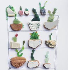 Indoor Cactus Garden for the I combined my love for cactus & seaglass!💎💕🌵 (Idea inspired by ⚓️ & who began my love for cactus & seaglass! Sea Glass Crafts, Sea Crafts, Sea Glass Art, Stained Glass, Cuadros Diy, China Crafts, Glass Rocks, Pebble Art, Cactus Cactus