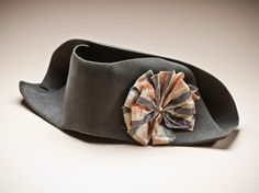 ca 1790 man's bicorne hat, France; wool felt with silk plain weave ribbon. LACMA, purchased with funds provided by Michael & Ellen Michelson. 18th Century Clothing, 18th Century Fashion, Historical Costume, Historical Clothing, Napoleon Hat, Vintage Outfits, Vintage Fashion, Vintage Hats, Costumes