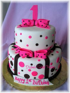 I need to learn how to make cakes with fondant.... this one is so cute!