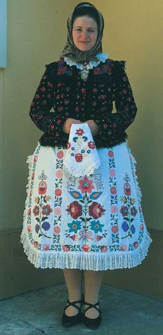 Young Woman afternoon shift dress reconstruction (XX century), Kalocsa, Hungary