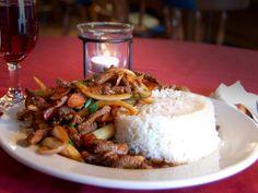 """LOMO SALTADO::: es un plato típico de la gastronomía del Perú cuyos registros datan de fines del siglo XIX, donde se le conocía como """"lomito de vaca"""", """"lomito saltado"""" o """"lomito a la chorrillana"""". Éste como muchos otros es un plato criollo, es solo típico del Perú."""