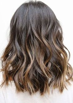 25 Best Hairstyle Ideas For Brown Hair With Highlights: Medium length wavy hair with subtle golden highlights