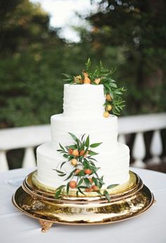 Gorgeous. I think the most beautiful cakes are dressed up with nature.