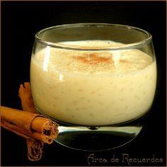 Arroz con leche cremoso. Tapas, Peruvian Recipes, Mexican Food Recipes, Ethnic Recipes, Sugar Art, Glass Of Milk, Panna Cotta, Deserts, Pudding