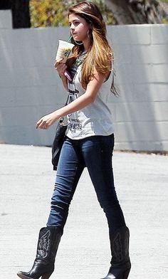 CelebrityClothingLine.com - Selena Gomez chic street style