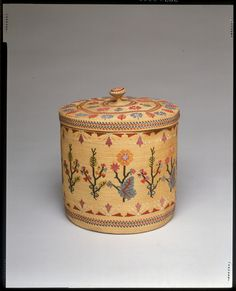 Basket with cover (Unangan [Aleut]), circa 1880, Beach grass/Rye grass, and silk embroidery floss.