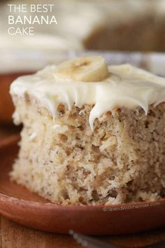 The Best Banana Cake. The Best Banana Cake Recipes This Banana Cake is soft, moist and rich all at the same time! Once cooled this cake is topped with a totally irresistible lemon cream cheese frostin. Banana Cake Recipe Best, Cake Mix Banana Bread, Carrot Banana Cake, Easy Banana Bread, Chocolate Banana Bread, Chocolate Cake Mixes, Banana Bread Recipes, Banana Cakes, Chocolate Pudding