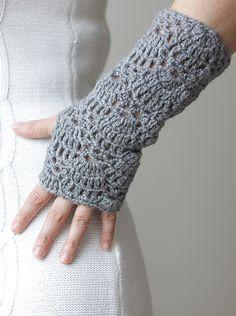 nice pattern - lace gloves, fingerless crocheted hand wrist arm warmers in grey Mode Crochet, Knit Or Crochet, Crochet Crafts, Crochet Projects, Lace Gloves, Crochet Gloves, Crochet Scarves, Wool Gloves, Crochet Hand Warmers