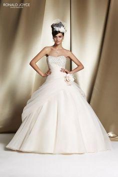 697555bd9a0 RONALD JOYCE INTERNATIONAL - Wedding dresses and bridal gowns Beautiful  Wedding Gowns