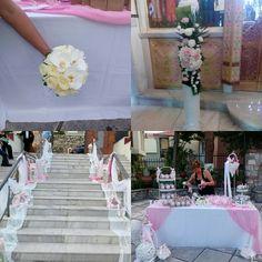 Γάμος σε λευκές κ ρόζ αποχρώσεις.