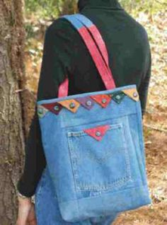 I made one of these cute totes years ago ~ Back Pocket Tote Bag ~ http://www.thepatternpeddlers.com/tqc.html