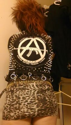"scumraid: ""couldnt get a good one from the front so heres an okay one from the back "" Estilo Punk Rock, Arte Punk, Anarcho Punk, Goth Glam, Crust Punk, Celebrity Cars, Battle Jacket, Gothabilly, Riot Grrrl"